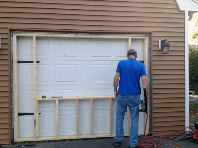 Signs To Replace Your Orlando Garage Door King